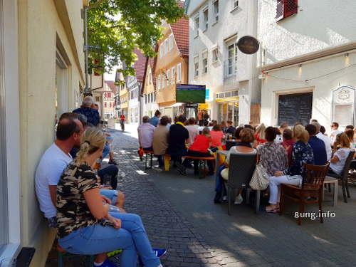 public viewing - öffentlich fernsehen