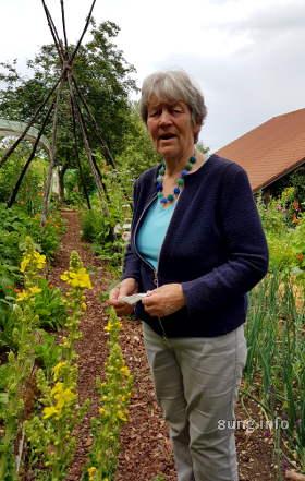 Ursula Oelkrug zeigt ihren Garten