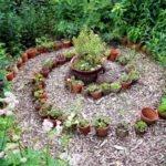 Blumentopf-Labyrinth mit Semperviven