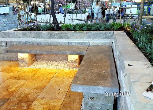 Wie sieht eine Gartenbank aus Steinen aus?