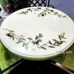 Gartentisch aus bemalter Keramik mit Olivenmotiv