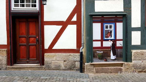 Fachwerkhäuser mit bemalter Tür