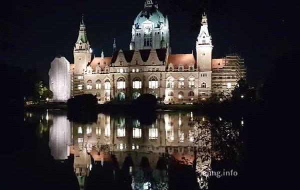 Neus Rathaus in Hannover bei Nacht