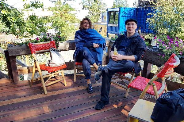 Tim Göbel auf der Terrasse seines Trekkershuus