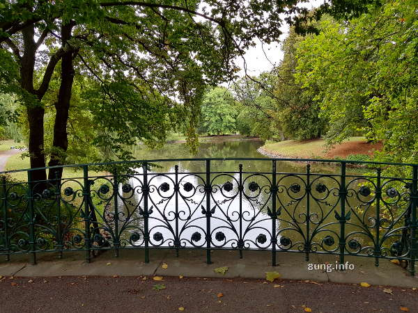 Brückengeländer im Georgenpark