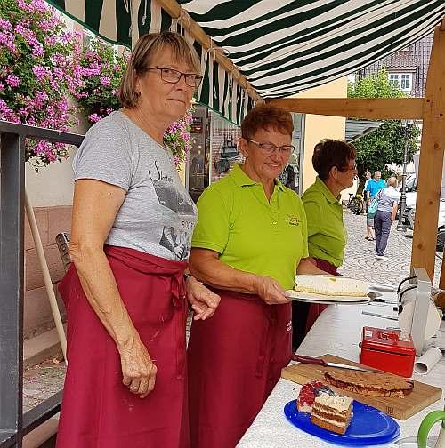 Lanfrauen auf dem Haslacher Markt