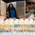 Marktfrau mit Schafmilchseife