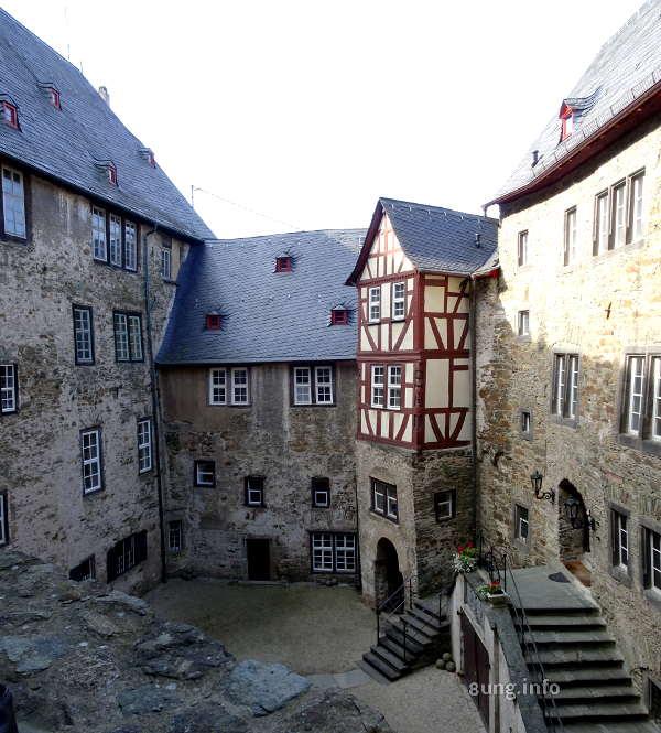 Innenhof von Burg Runkel