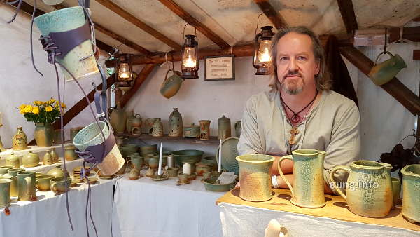 Töpfer auf dem Mittelaltermarkt
