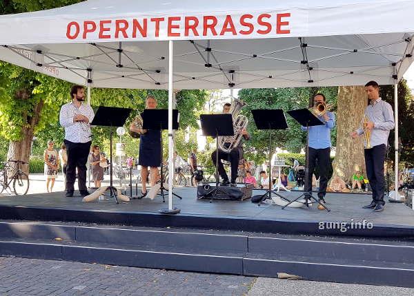 Bläser der Oper Stuttgart im Konzert auf der Opernterrasse