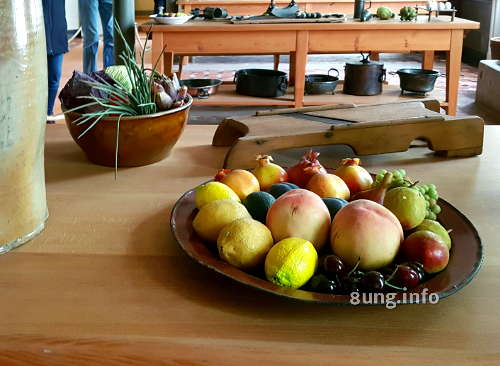 Zitronen, Pfirsiche, Weintrauben, Granatäpfel in der Küche von Sanssouci