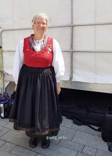 Doris Mayer aus Süssen im Festtagskleid